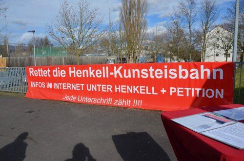 Banner der Petition 'Rettet die Henkell-Kunsteisbahn', hängend
