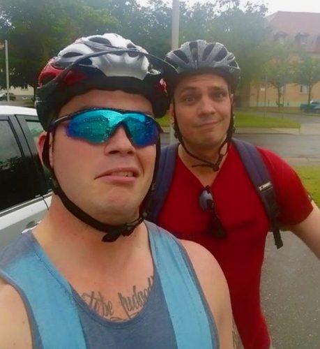 Stadtradelteam: Vikings im Regen, sie gucken kritisch in die Kamera