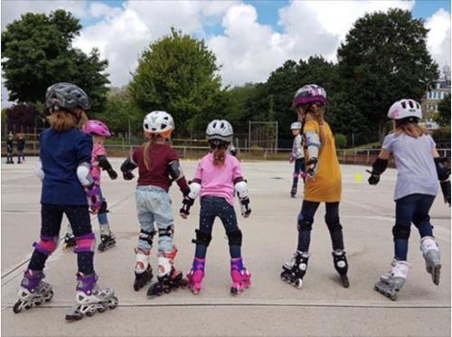 Sommer-Kurse: Kinder mit Rollerblades