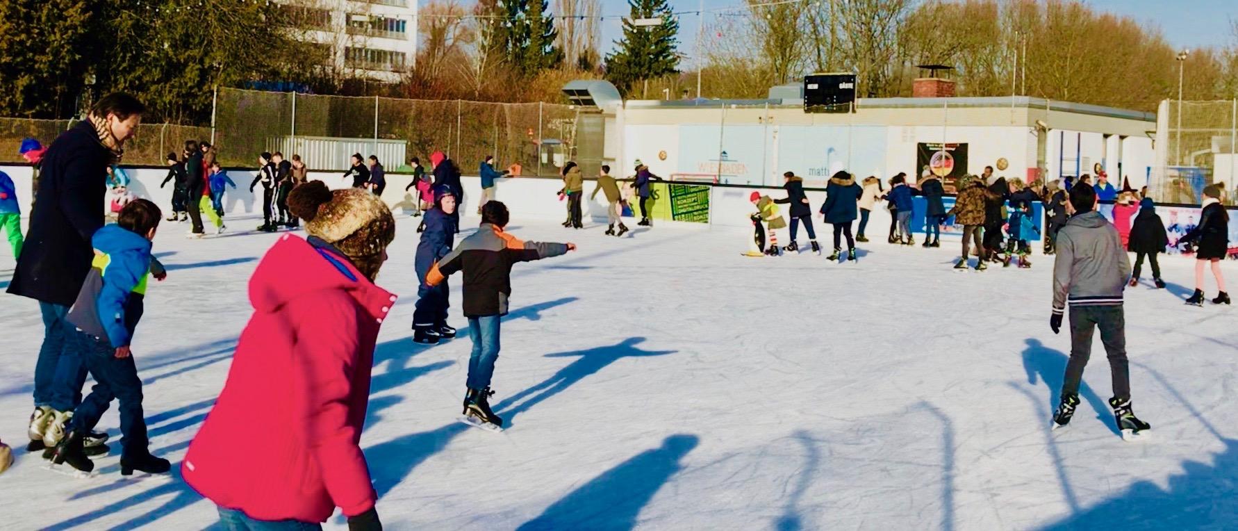 Laufzeiten und Eintrittspreise: Eisspaß auf der Henkell-Kunsteisbahn