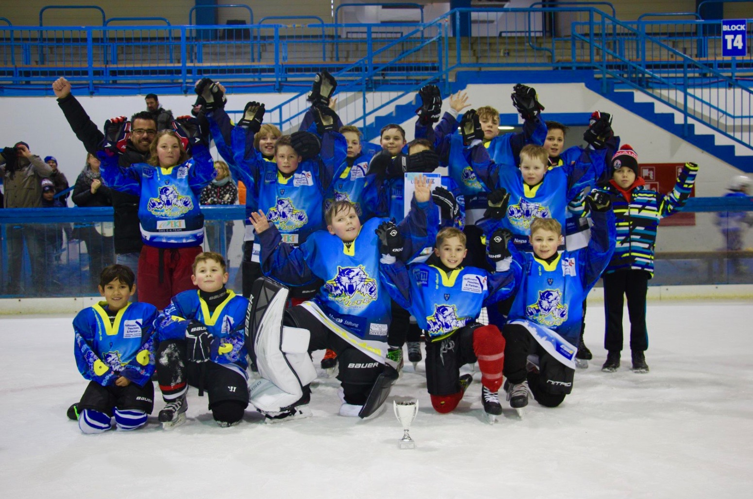 2. Platz für Ice Tigers beim KidsCup: Mannschaft beim Turnier in Mainz