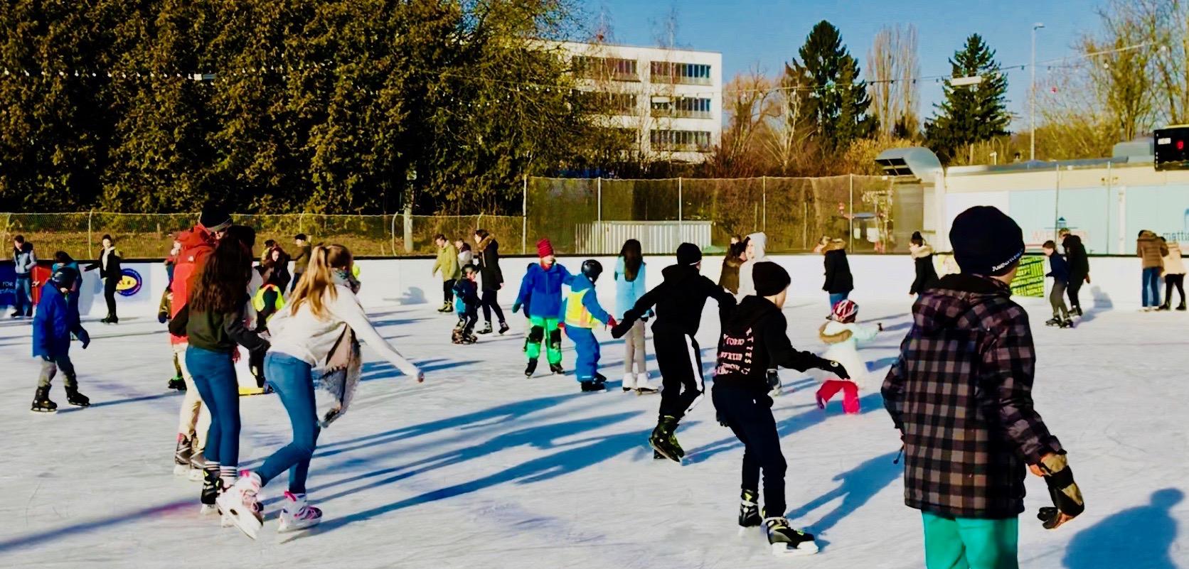 Laufzeiten und Eintrittspreise findet ihr in unserem Flyer, Eislaufszene Henkell-Kunsteisbahn